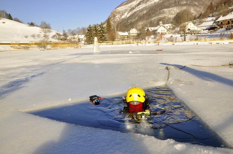 Le lac est gelé…mais réservé aux pompiers !